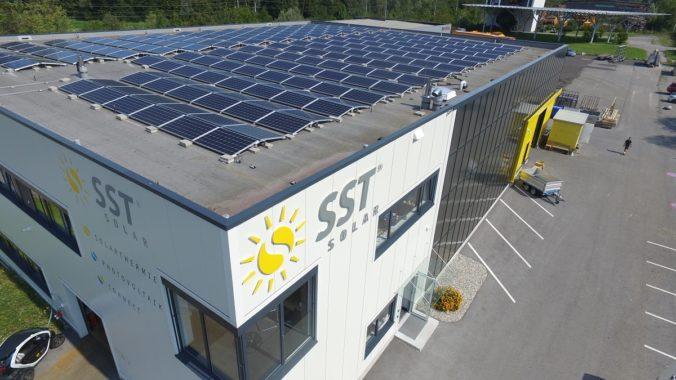 Die Solarpflicht in Baden-Württemberg sieht eine Photovoltaik-Pflicht für Nichtwohngebäude vor. Solarthermie bleibt außen vor.