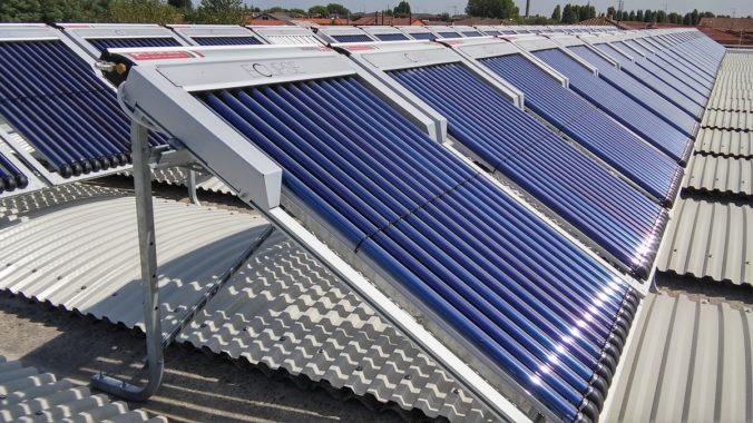 Zu sehen ist ein eine Anlage für die Solare Prozesswärme für die Metallveredelung. Die Solare Prozesswärme 2019 ist weltweit gewachsen.