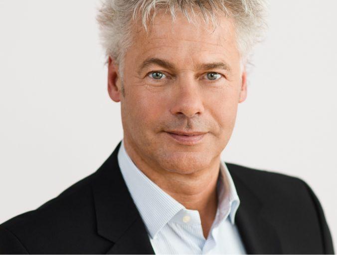 Zu sehen ist Klima- und Energiefonds Geschäftsführer Ingmar Höbarth, der das Förderprogramm für Solarheizwerke betreut.