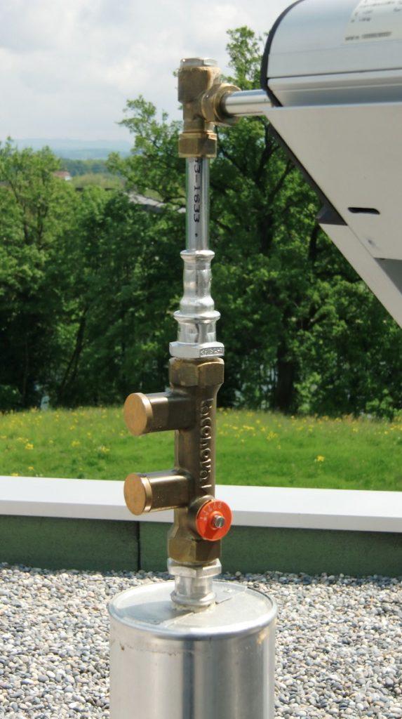 Zu sehen ist ein Strangregulierventile für die Kollektorfeld-Hydraulik.
