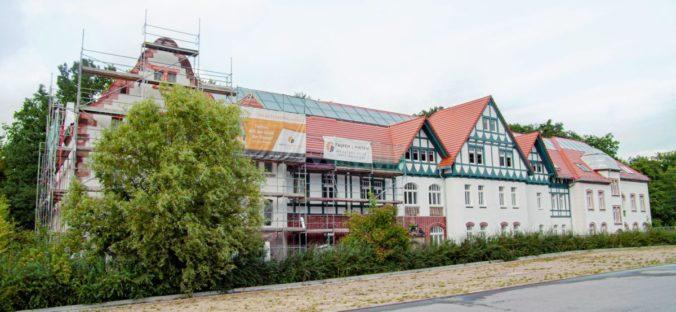 Auf dem sanierten Esche-Stift ist eine 120 Quadratmeter große Solarhtermie Anlage installiert. Foto: the CASEdigital