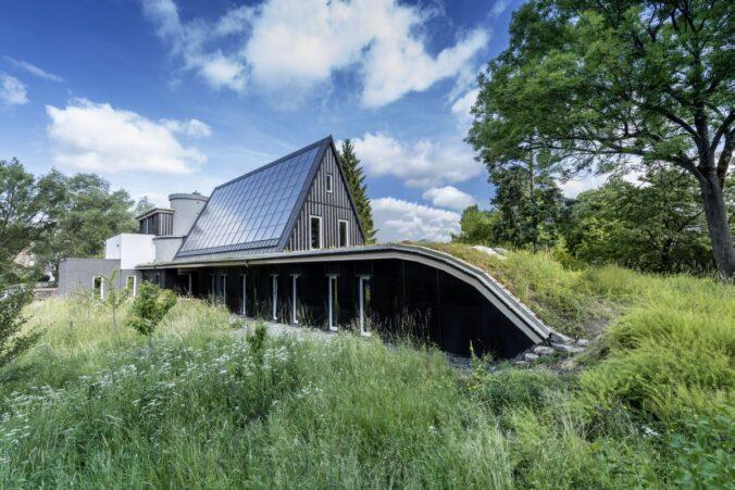 Solarthermie als prominenter Bestandteil der Solararchitektur beim Hofer Sonnenhaus