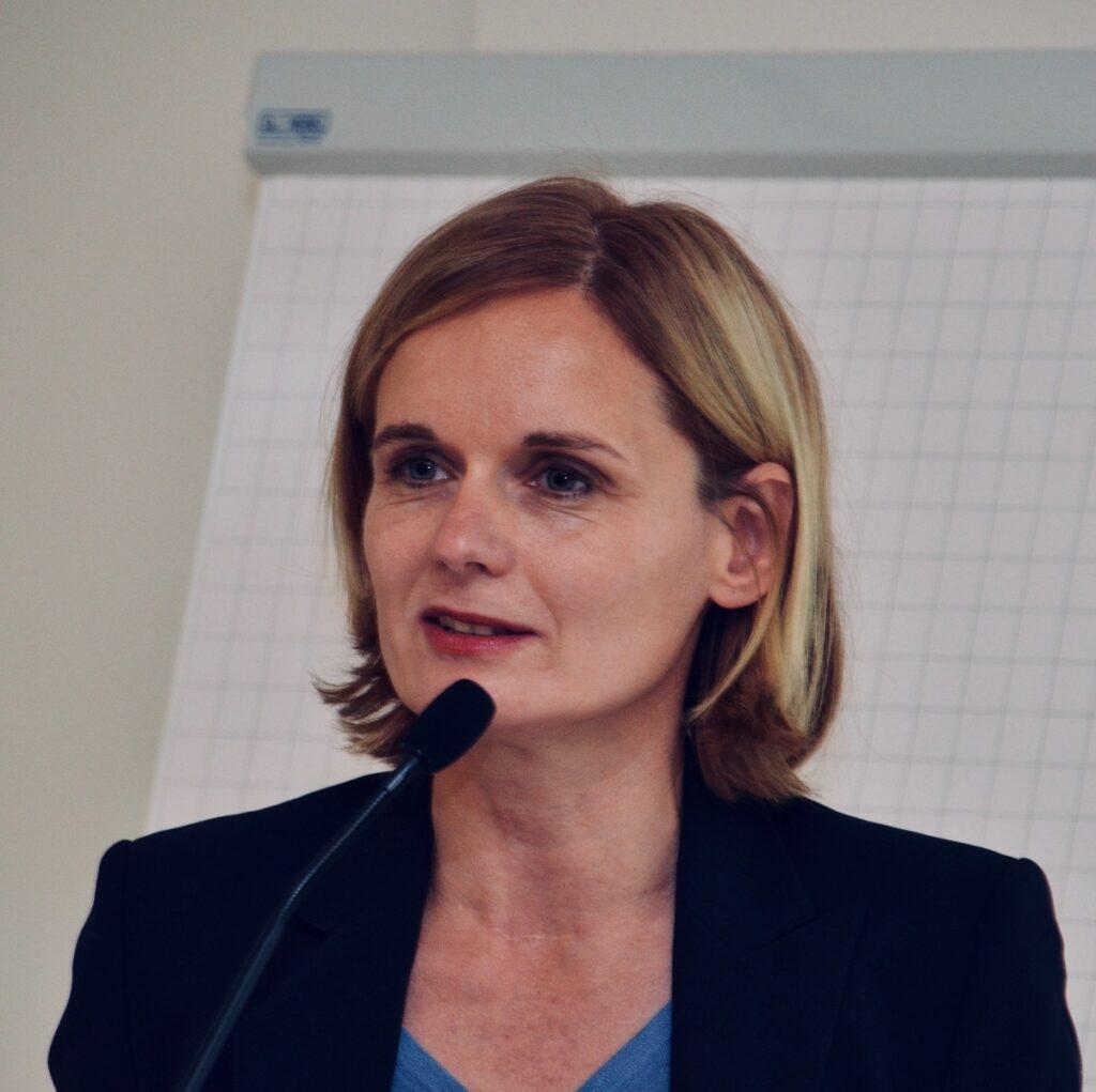 Zu sehen ist Kerstin Krüger vom Projektträger Jülich, die die Solarthermie-Forschungsförderung für den Bund organisiert.