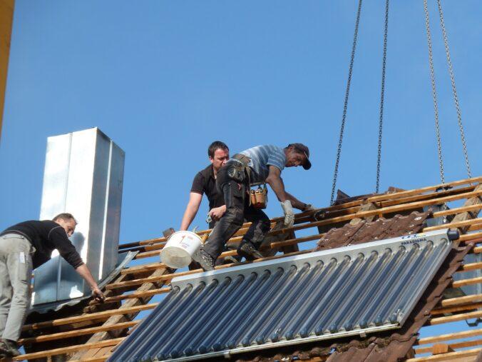Gebäudesanierung mit Solarthermie: Alte Bausubstanz ist oftmals erhaltenswert.
