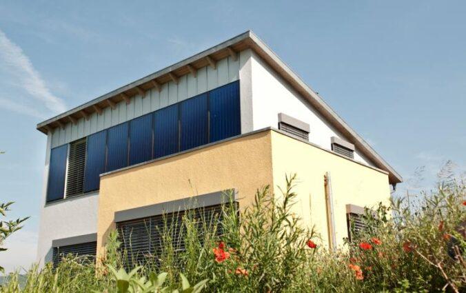 Zu sehen ist ein Solarhaus.