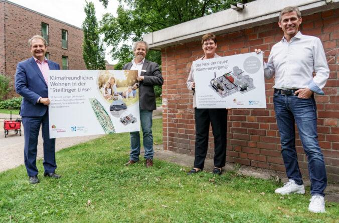 Zu sehen sind Vertreter von Hanswerk Natur und der Baugenossenschaft Hamburger Wohnen