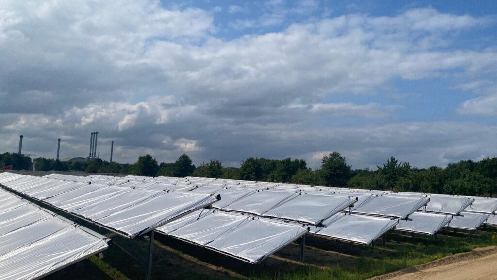 Zu sehen ist die Solarthermie-Freiflächenanlage in Greifswald.